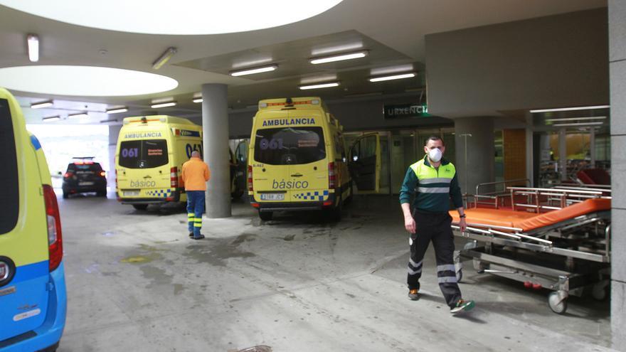 Seis personas ingresadas en el CHUO tras una intoxicación en residencias de O Carballiño y Leiro