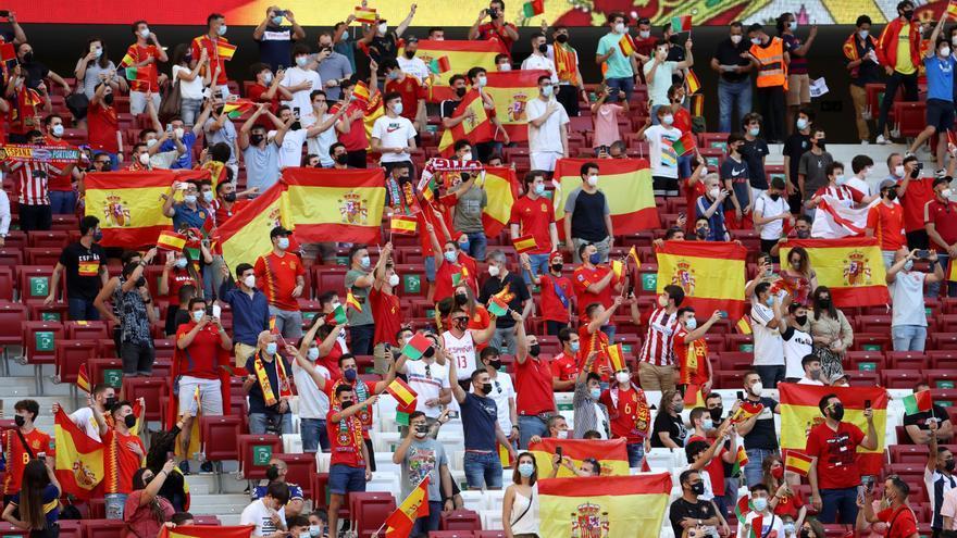 La afición vuelve a vibrar con la Roja en un estadio