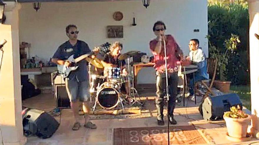Original tributo a The Doors desde el porche de casa