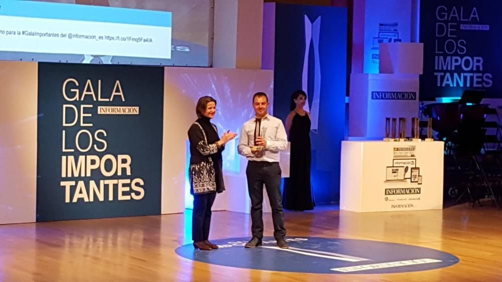 El bombero Francisco José Catalán recibe su premio Importante
