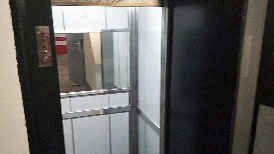 El ascensor sobrecargado en Palma descendió con el freno