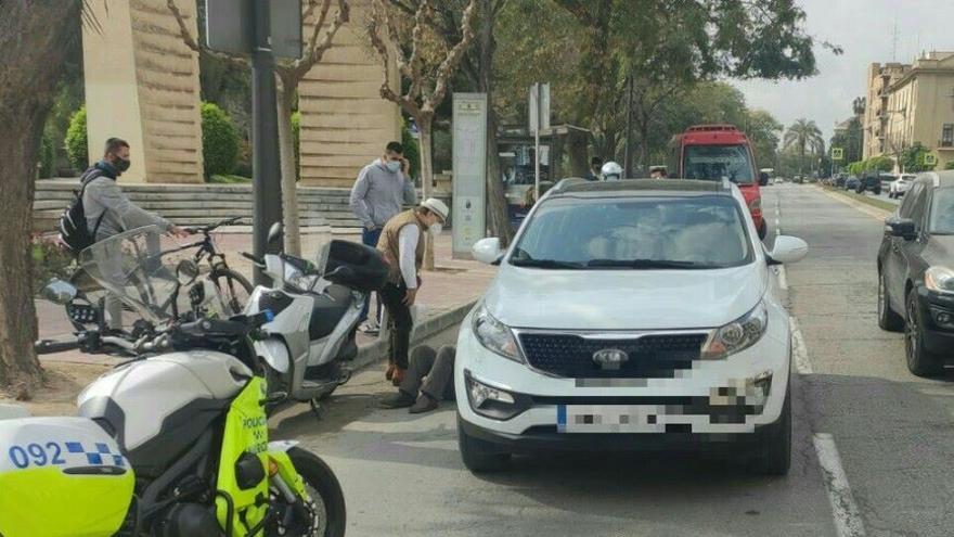Herido un motorista tras chocar con un coche en Ronda de Garay