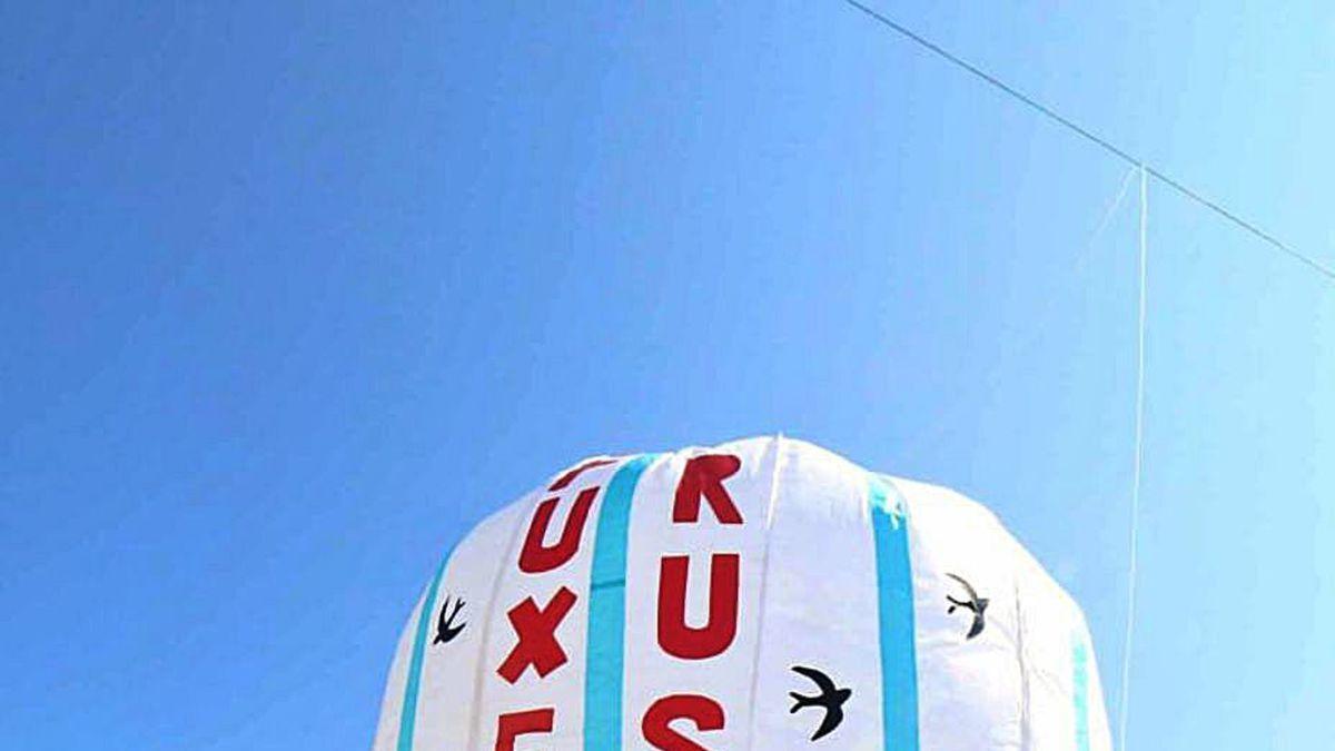 Lanzamiento de uno de los globos de San Miguel, ayer.