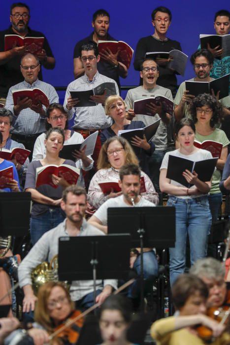 Sonsoles Espinosa, la mujer de Zapatero, canta con la Simfònica