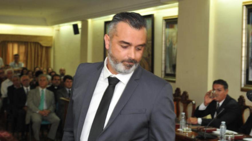 Luis García García pone a disposición del PSOE su acta de concejal en Arona
