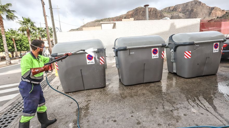 La plantilla de la recogida de basuras de Orihuela asegura sus condiciones laborales hasta 2025