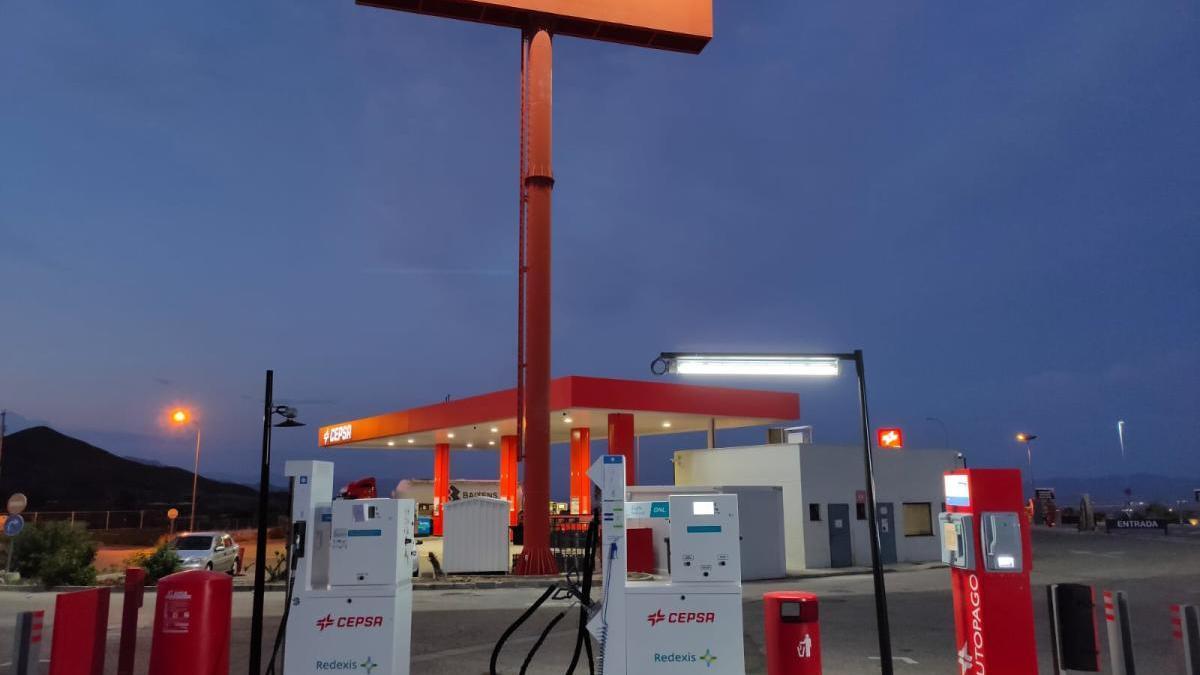 Redexis y Cepsa amplían a vehículos ligeros su primera estación de repostaje de gas natural