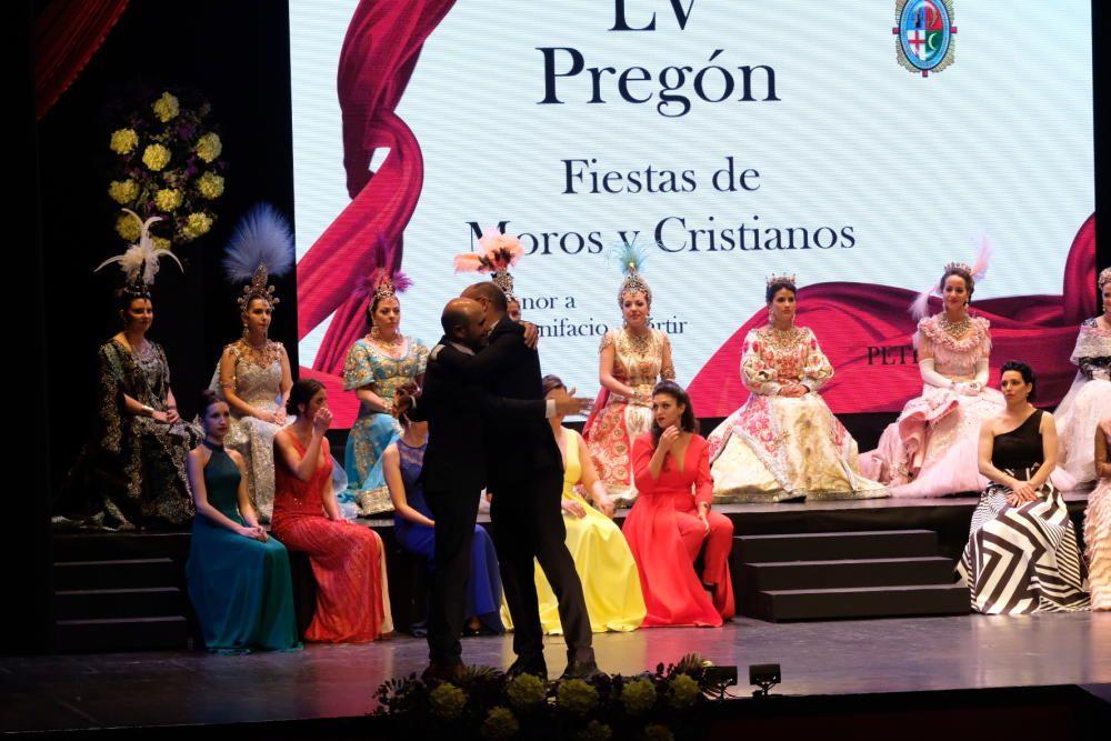 El rector de la UA, Manuel Palomar, da el pregón de los Moros y Cristianos de Petrer