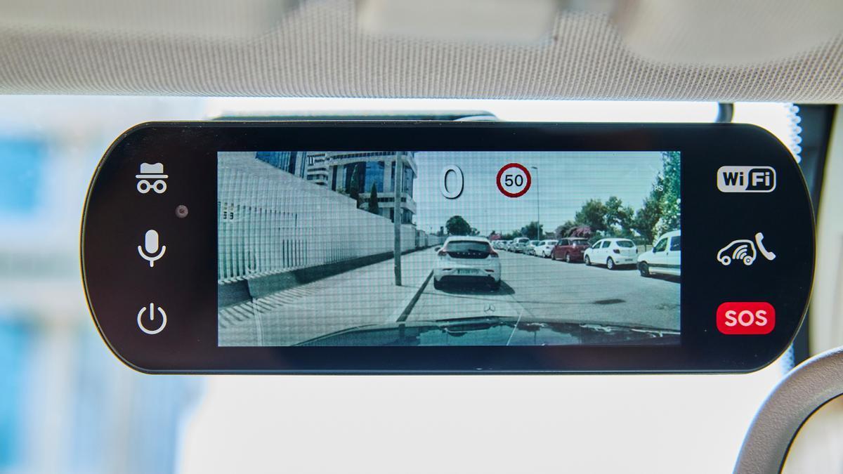 Hello Auto Connect graba todo lo que le sucede a tu coche durante la conducción y notifica casos de robo.