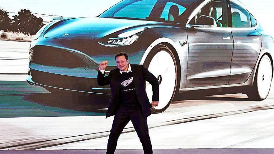 Tesla inverteix 1.200 milions en bitcoins i acceptarà la criptodivisa en pagaments
