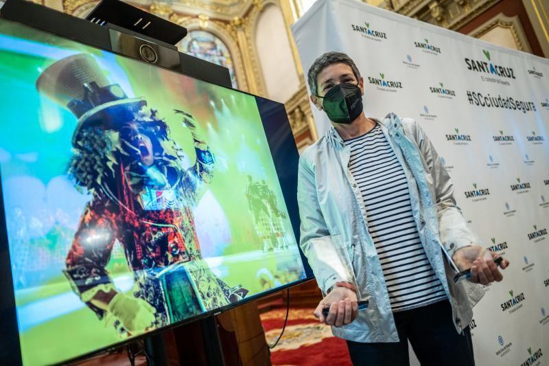 Entrega del premio fotográfico del Carnaval a María Pisaca