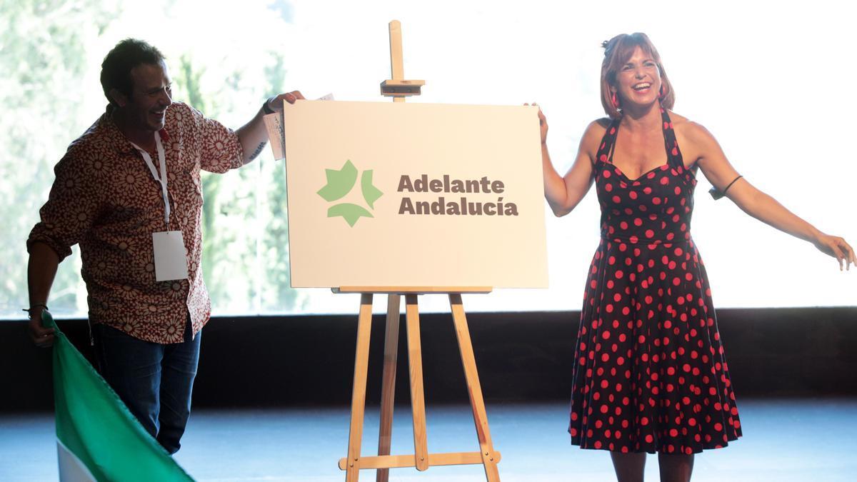 Teresa Rodríguez, junto a José María González, 'Kichi'.