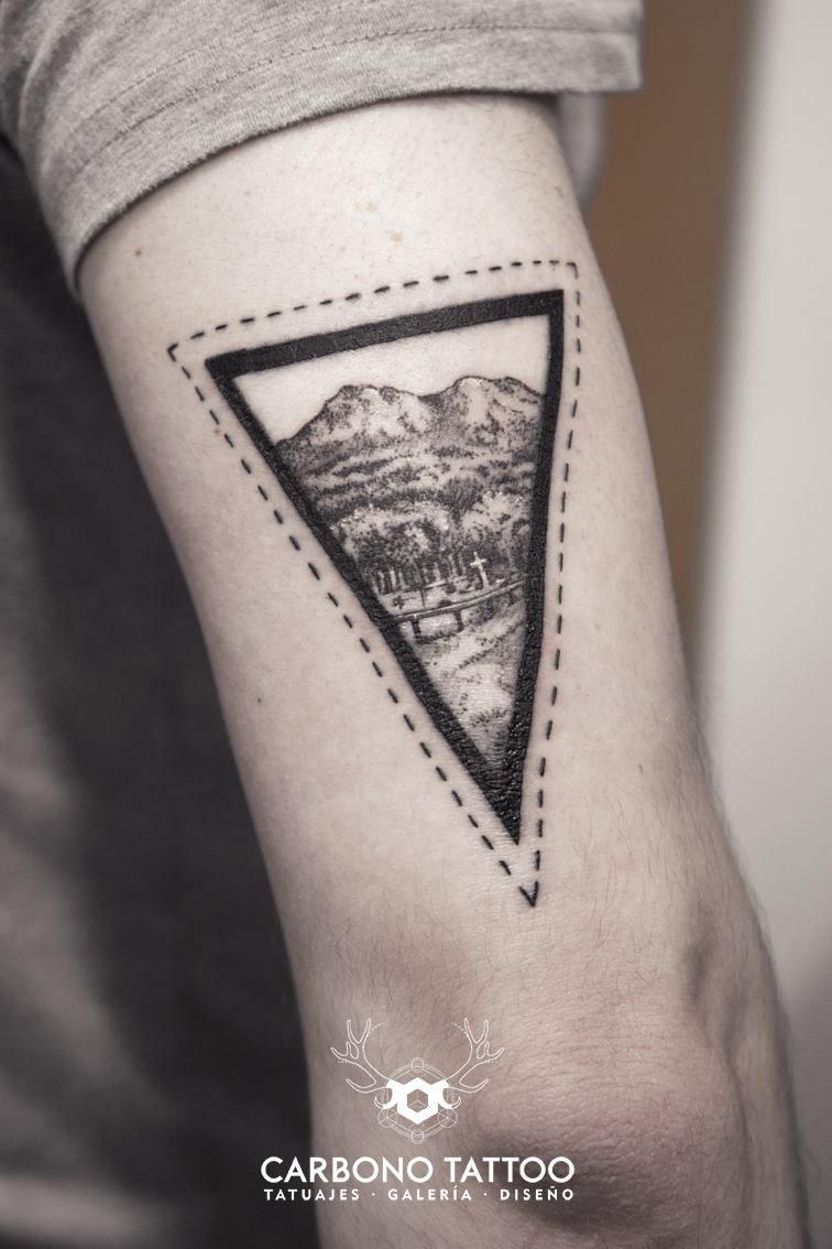 El Monte Galiñeiro con la técnica del puntillismo. // Miguel Castro (Carbono Tattoo)