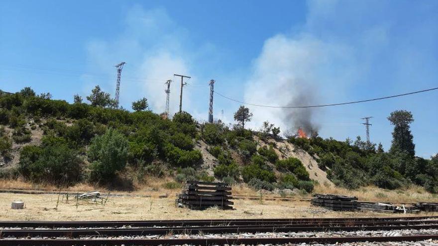 Sofocado un incendio junto a la estación de tren de Puebla