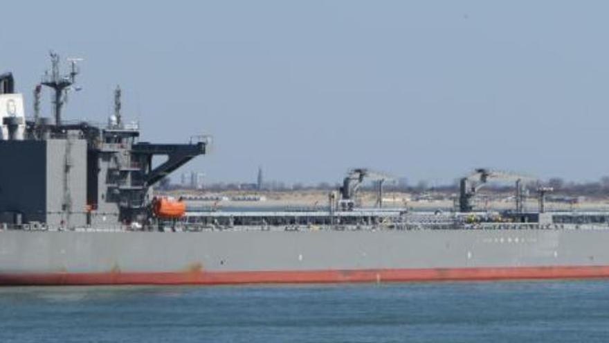 Confinan a la tripulación de un petrolero en Castelló tras confirmarse 8 positivos