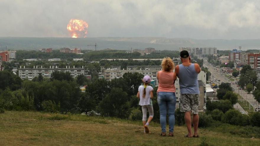Miles de personas evacuadas en Siberia tras la explosión de un arsenal