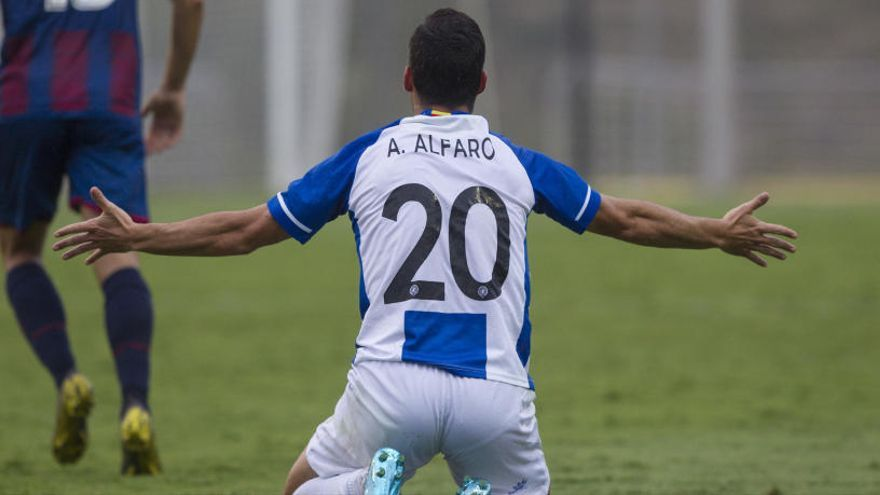 Alejandro Alfaro, el primer despedido