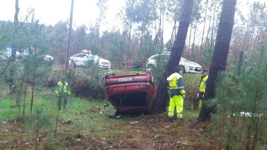 Fallece un conductor de treinta años al salirse de la vía y volcar en Requesende