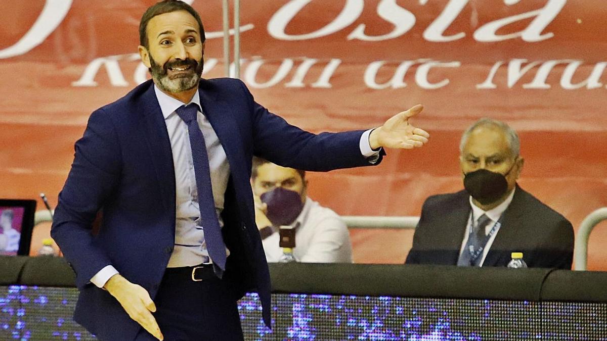 Sito Alonso, en el partido ante el Bilbao Basket. | JUAN CARLOS CAVAL