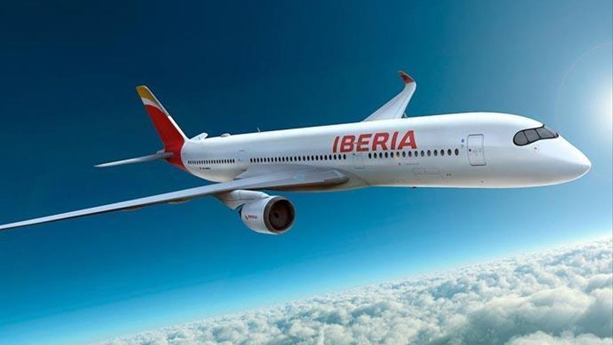Iberia Express duplica su oferta con Canarias en la primera quincena del mes