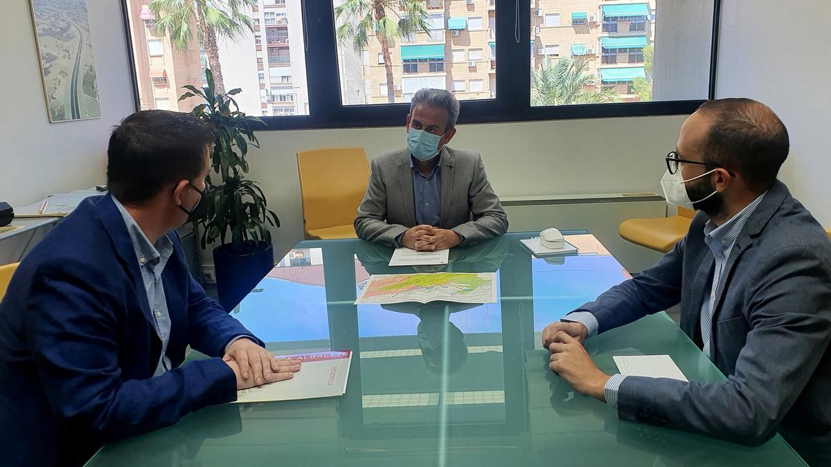 El director de Carreteras con el presidente de la Diputación de Albacete.