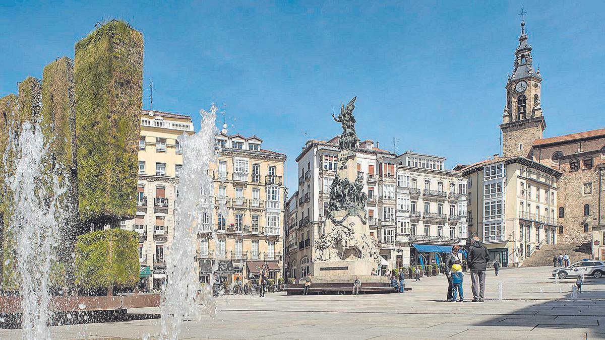Fuentes de agua de la Plaza de la Virgen Blanca.
