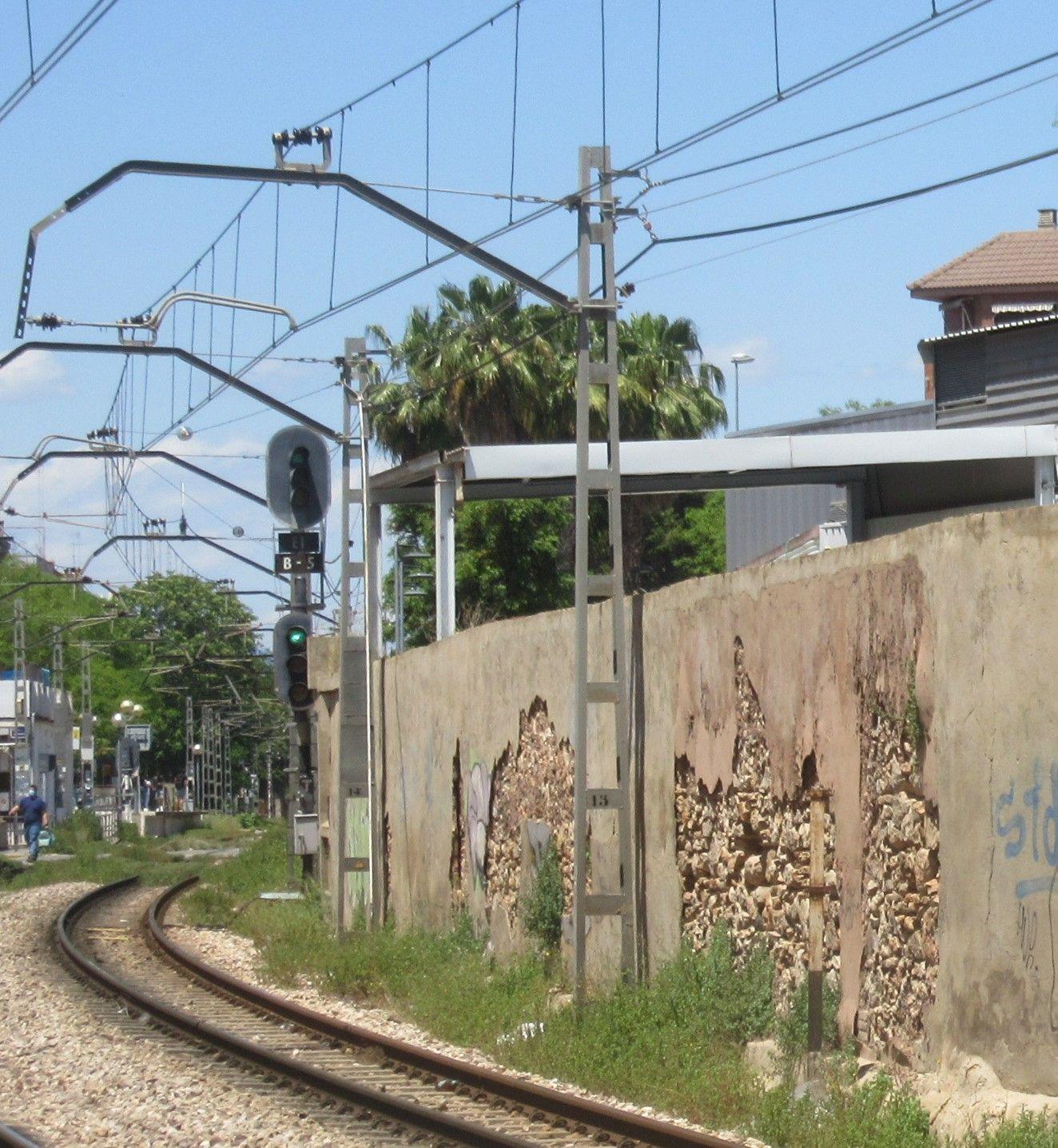 """Denuncian el """"progresivo deterioro"""" de la estación de metro Burjassot-Godella"""