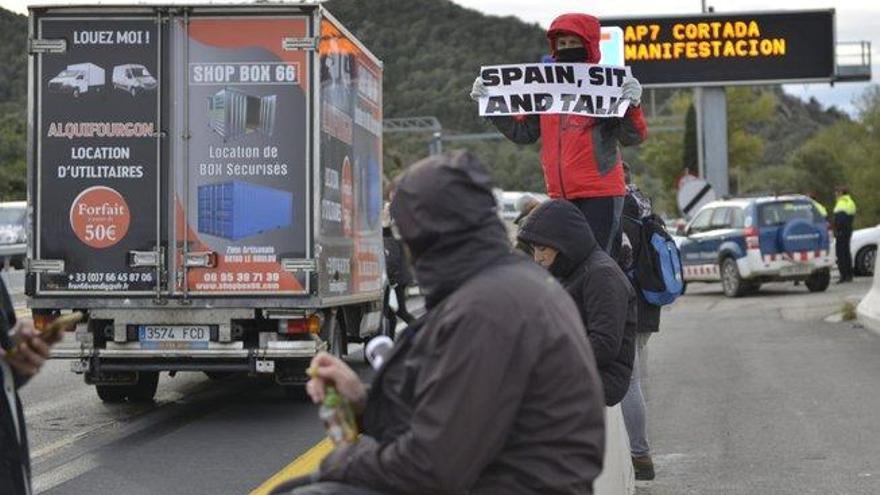 La Confederación Española de Transportes de Mercancías alerta de riesgos en el suministro de alimentos si siguen los cortes