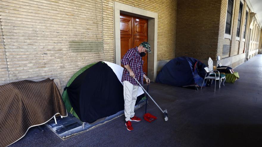 Así es la vida de los okupas desalojados del hotel San Valero