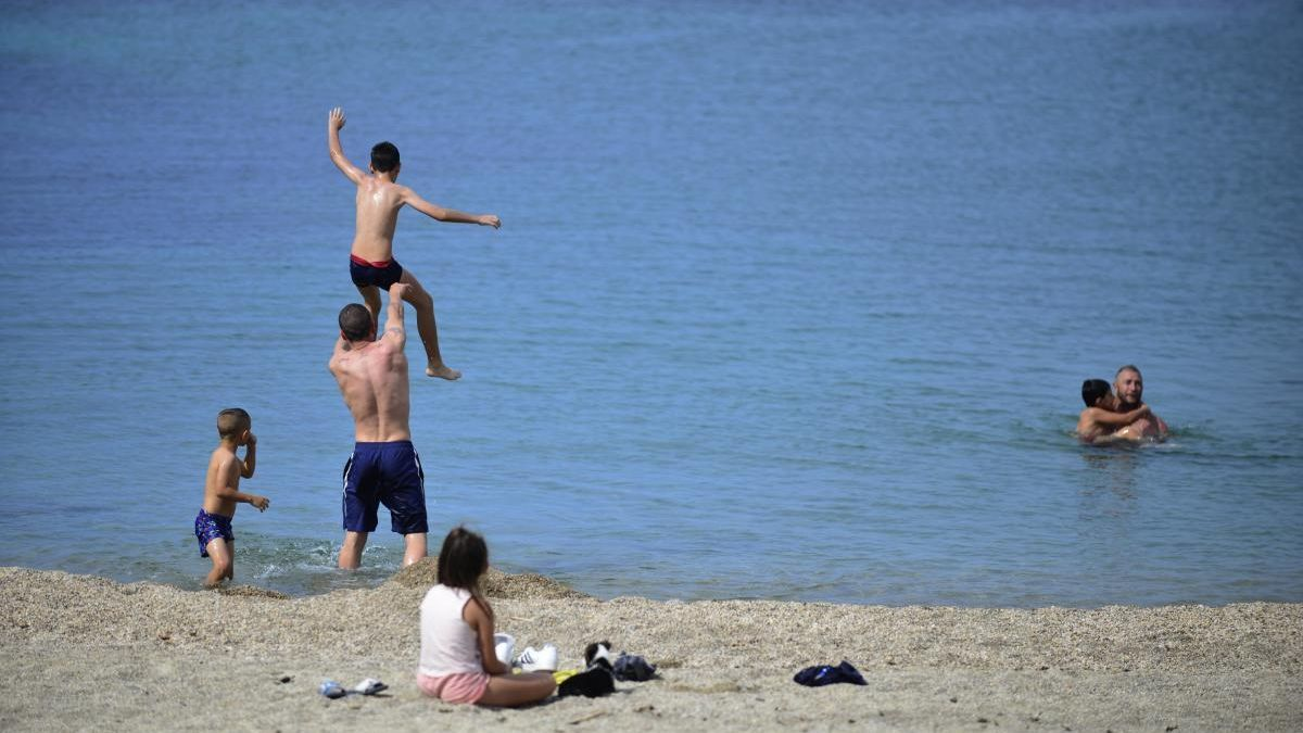 La playa de Colón, en San Javier, permaneció cerrada por los trabajos que realiza Costas.