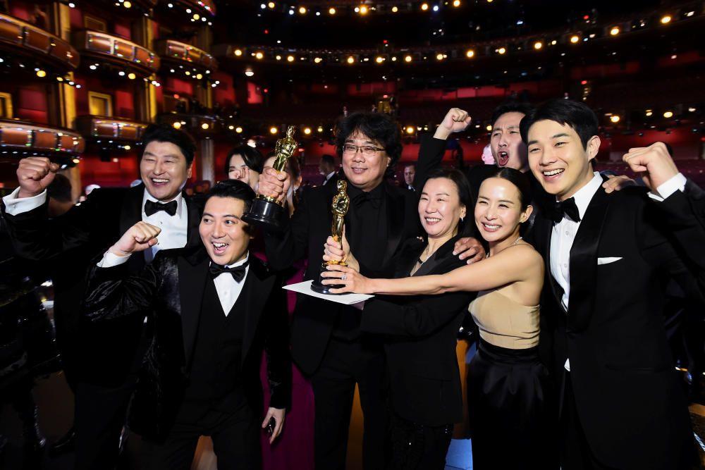 'Parásitos' da la sorpresa en los Oscars | Febrero