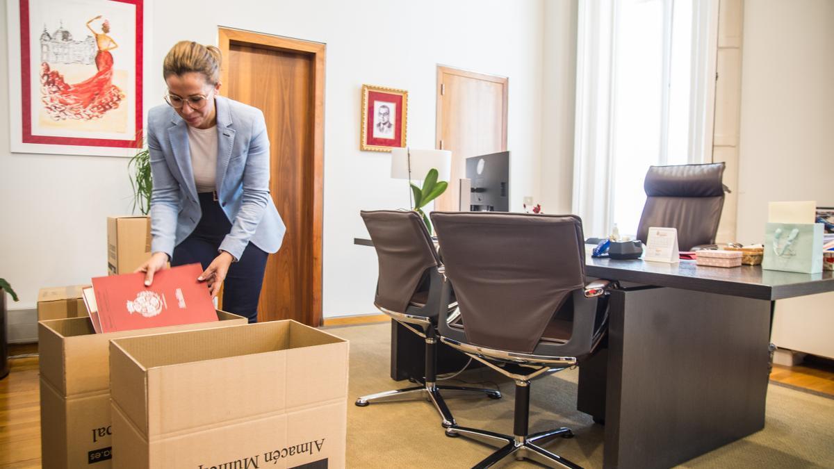Ana Belén Castejón recoge su despacho antes de dejar la Alcaldía.