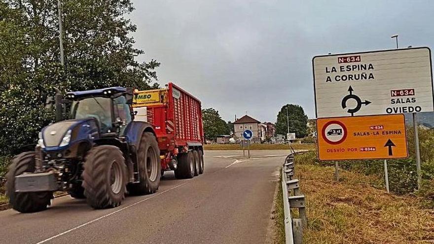 Otro corte en la carretera en Salas: los camiones, de nuevo obligados a rodear