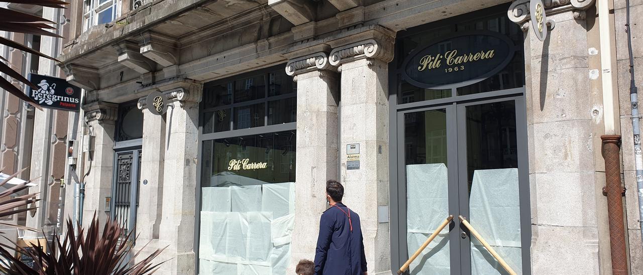 La tienda de Pili Carrera cerrada en Vigo.