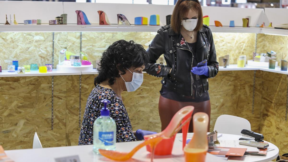 Muestra de calzado de Elche en una imagen de archivo tomada durante la pandemia