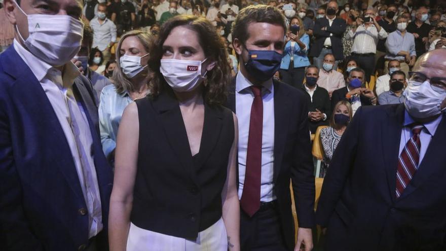 Ayuso acapara el protagonismo frente a Casado en la apertura de la convención de Valencia