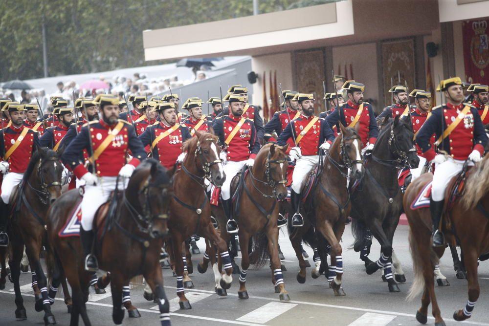 Unidades a caballo en el desfile del 12 de ...