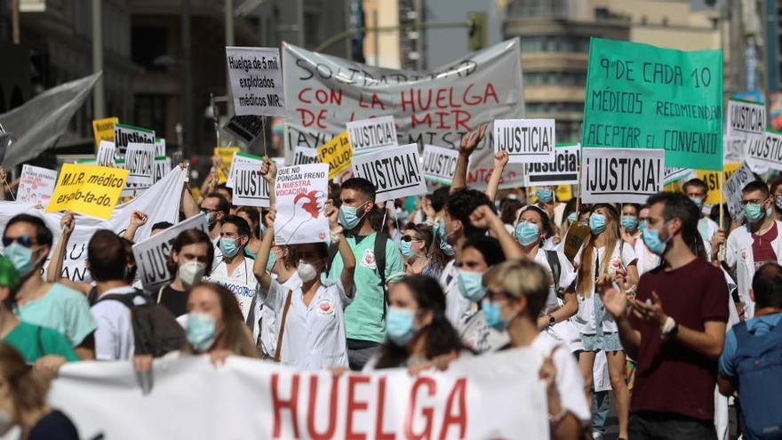 Los MIR desconvocan su huelga en Madrid