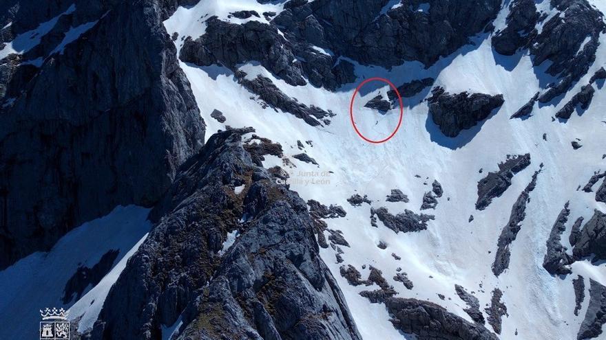 Rescatados dos montañeros que se hallaban enriscados en la montaña