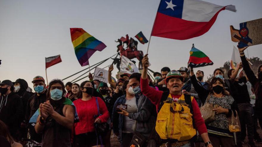 Chile entierra la Constitución de Pinochet en un plebiscito nacido en la calle