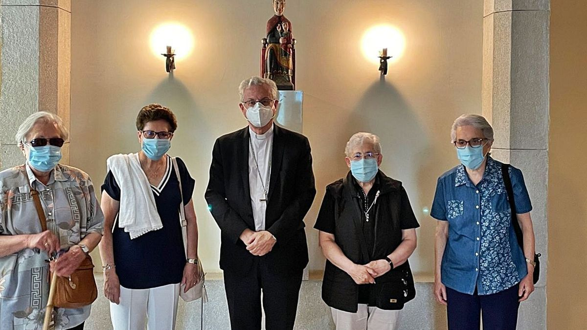 Les religioses amb l'arquebisbe d'Urgell. | BISBAT D'URGELL