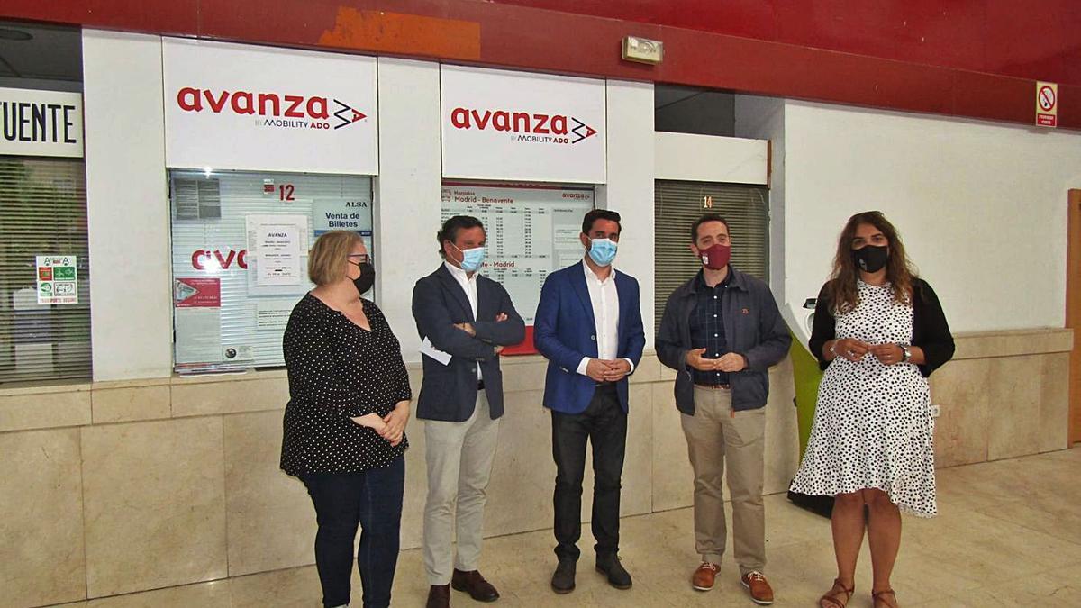 Marian Martínez, Íñigo Prado, Antidio Fagúndez, Luciano Huerga y Sandra Veleda, en la comparecencia.