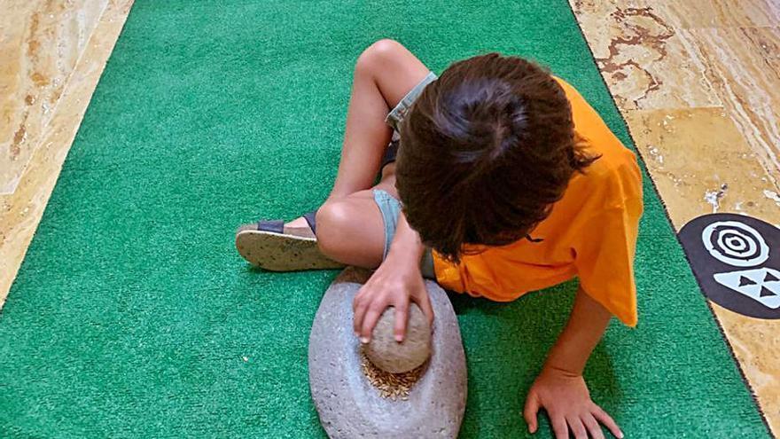 El Museo Canario acoge el taller  'Lo celebramos moliendo gofio'