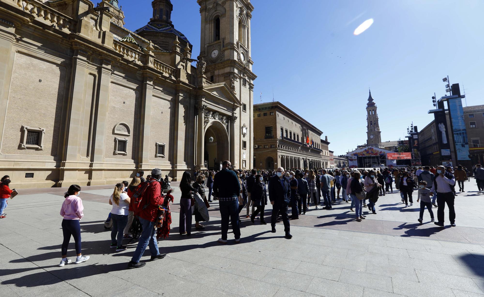 FOTOGALERÍA | Así luce la plaza del Pilar en el primer día de las fiestas