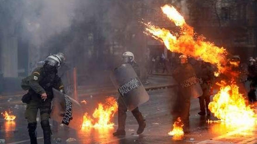 Más de 12 heridos en disturbios en Grecia