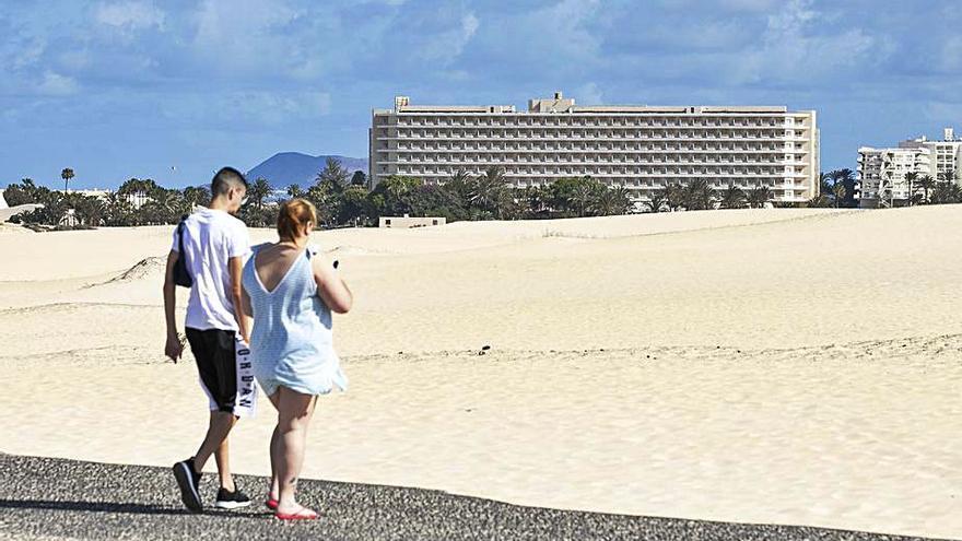 Nueva Canarias pide al Estado que deje en manos de Canarias el futuro del hotel Oliva Beach
