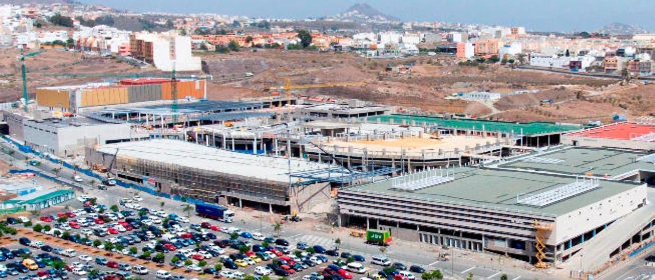 Imagen tomada desde un dron del estado de las obras del centro comercial Alisios, en Tamaraceite Sur.