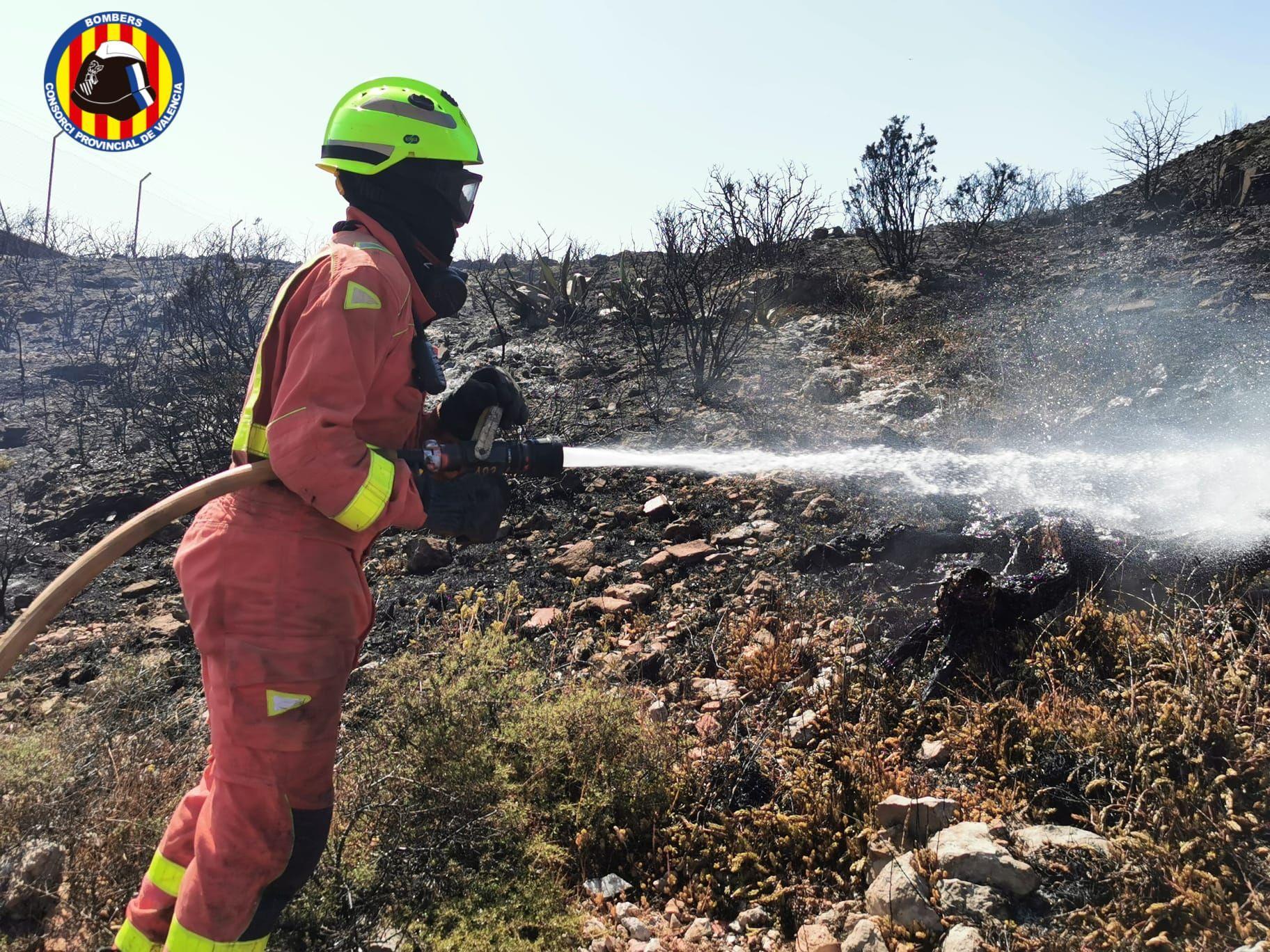 Incendio junto a Aquópolis Cullera
