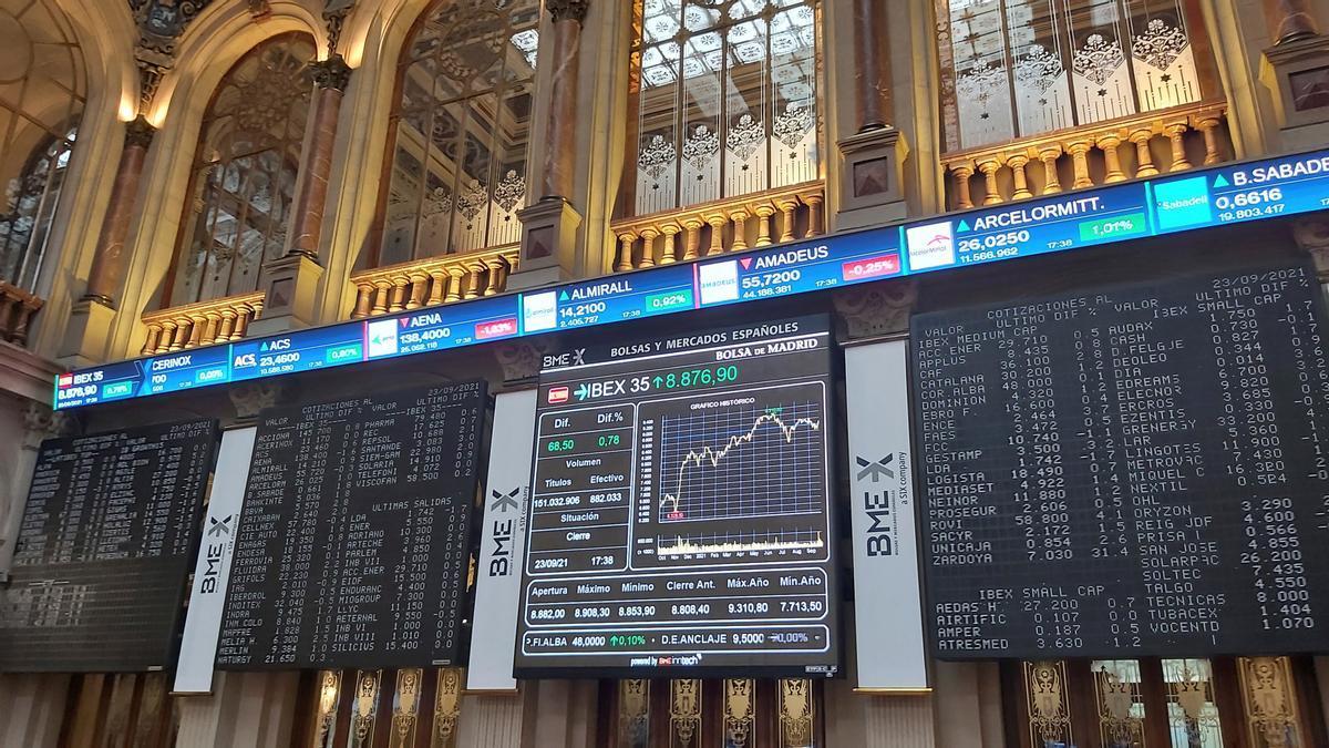 Paneles informativos de la Bolsa de Madrid.