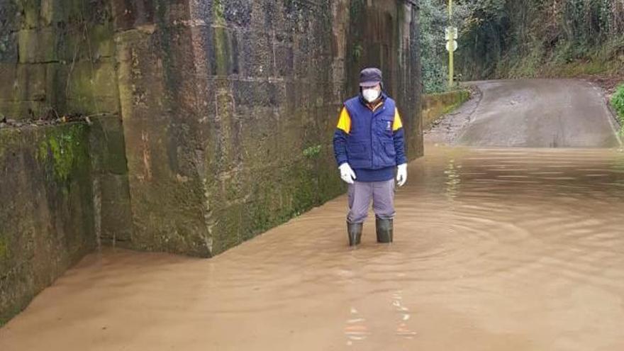 El temporal anega la zona rural de Gijón: 15 embalsamientos de agua y dos deslizamientos de tierra